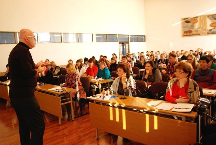 Во ВГУЭС прошел семинар по английскому языку от специалиста Оксфордского университета