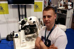 Выпускник и преподаватель ВГУЭС на выставке роботов Innorobo 2016 в Париже продемонстрировали свое детище – робота Адама