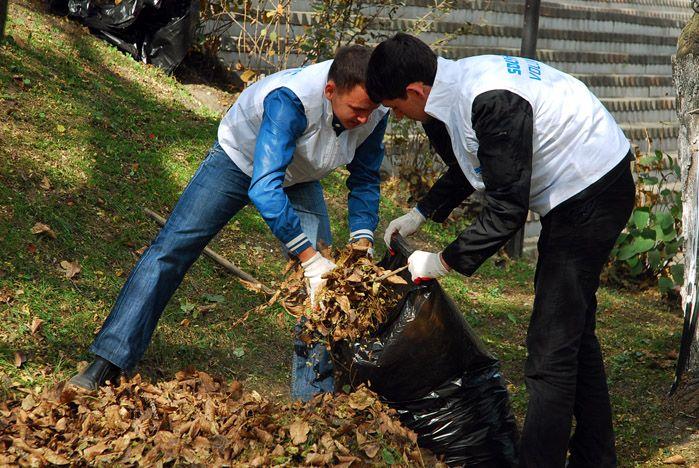 Активисты Центра волонтеров и Студенческого совета ВГУЭС начали «Неделю субботников»