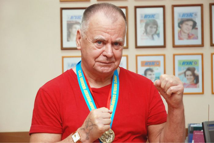 Тренер-преподаватель спортивного студенческого клуба ВГУЭС Александр Ткачук стал чемпионом мира по пауэрлифтингу