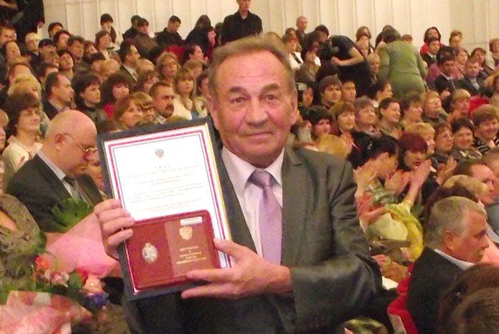 Поздравляем профессора Владимира Кривошеева с вручением государственной награды «Заслуженный работник высшей школы Российской Федерации»!