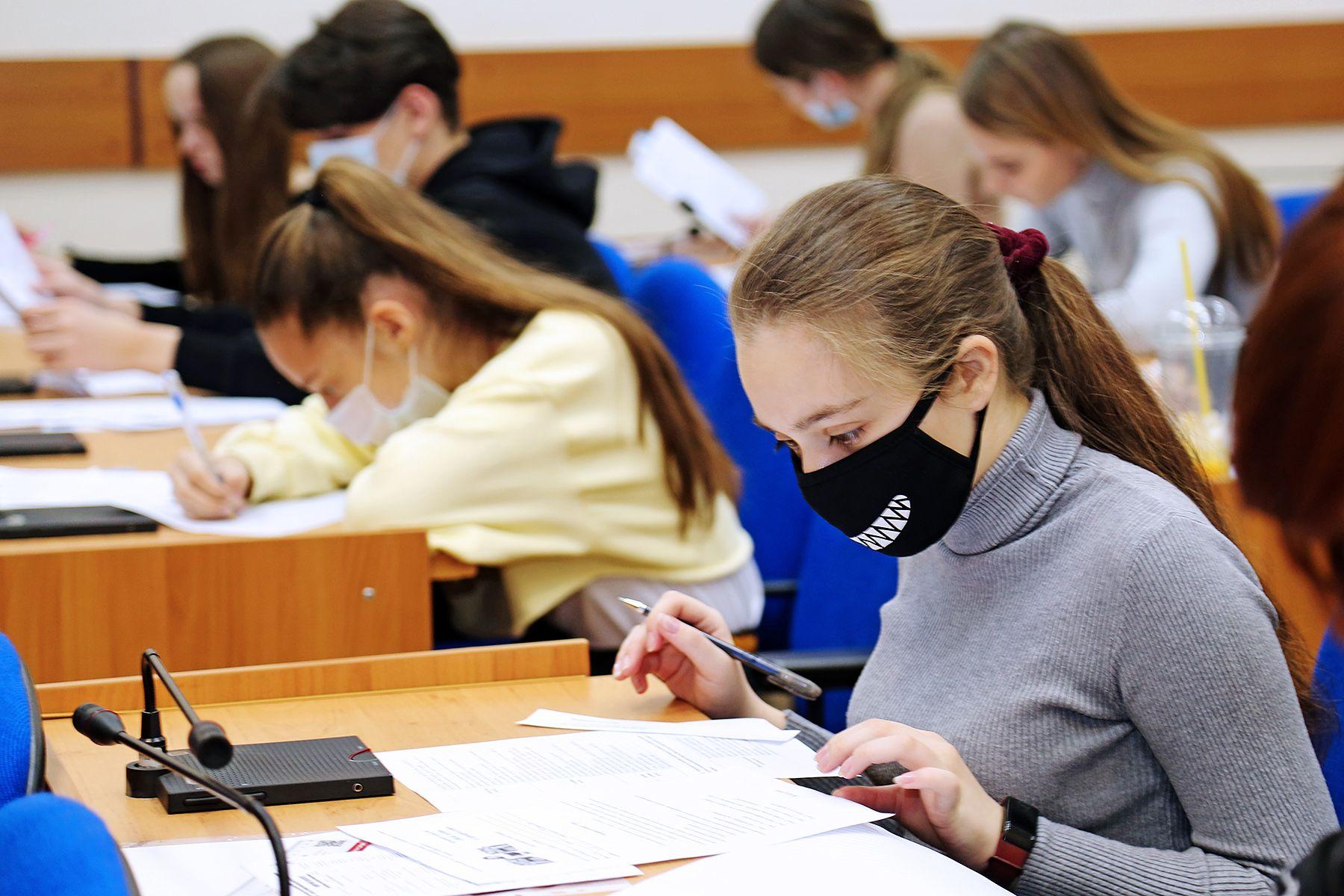 Выбор профессии с восьмого класса: старшеклассники Приморья приняли участие в конкурсе «Мой путь в профессию» во ВГУЭС