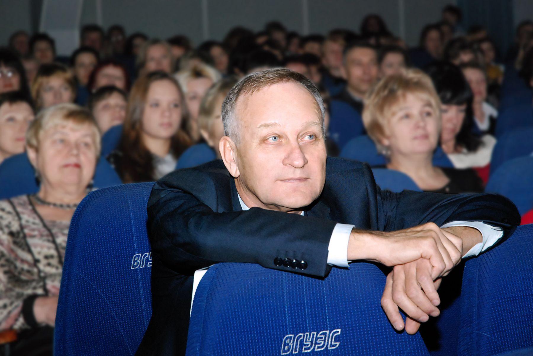 Поздравляем с днём рождения президента ВГУЭС Геннадия Иннокентьевича Лазарева!