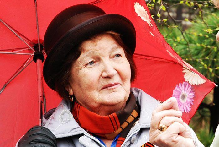 В День пожилого человека пенсионеры были согреты вниманием сотрудников и студентов ВГУЭС