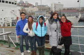 Иностранные студенты в совпровождении преподавателя Олеси Анатольевны Ворониной