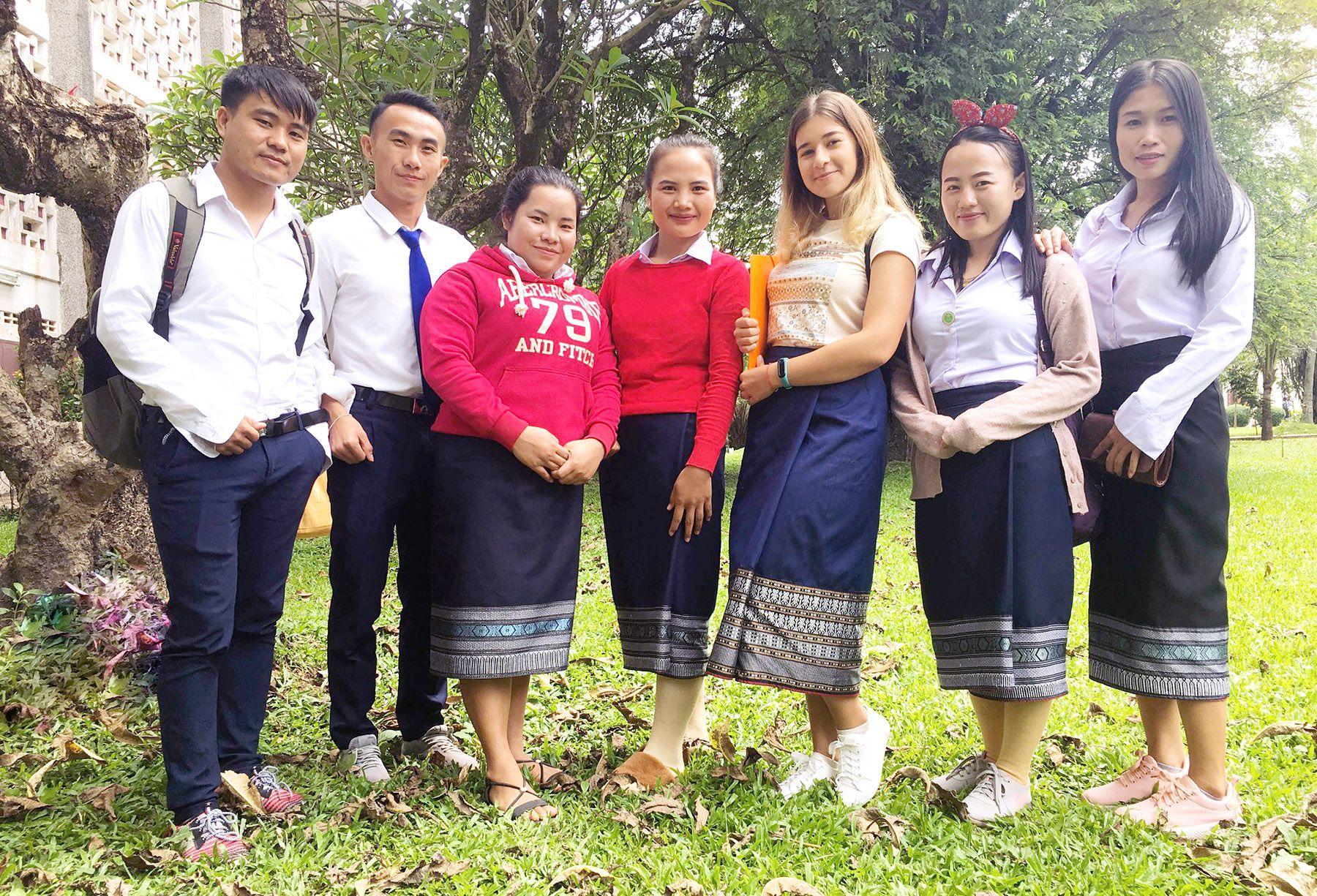 Всем большой привет из Лаоса! Преподаватель ВГУЭС Валерия Петоян учит русскому языку лаосских студентов