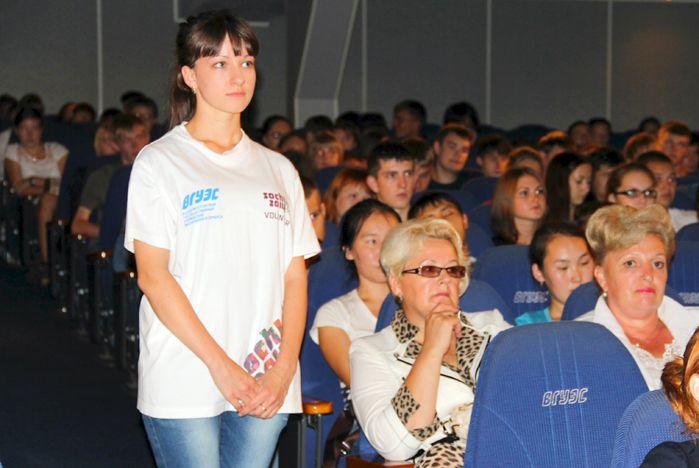 Студенты-первокурсники ВГУЭС знакомятся с дирекцией студгородка