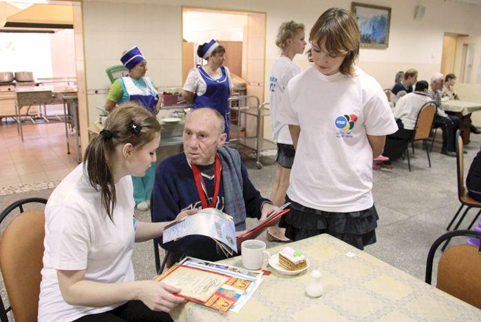 Волонтеры ВГУЭС поздравили ветеранов с днем пожилого человека