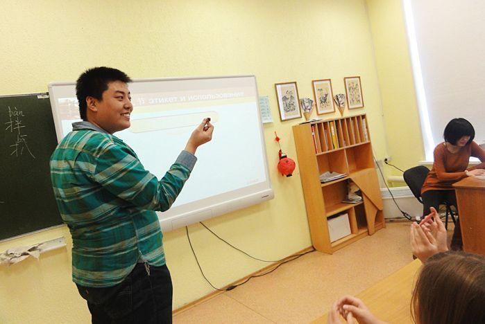 Иностранные студенты знакомят школьников с культурой своих стран