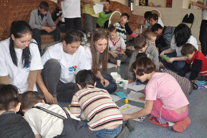 Студенты ВГУЭС подарили детям сказку и улыбки
