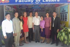符大以校长顾问 - B. Geltser先生为首的代表团访问了老挝国家大学, 万象市.