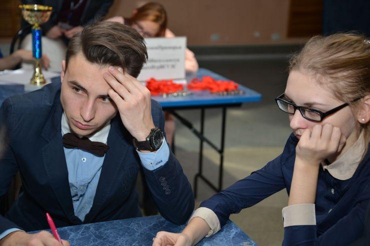 Студенты, преподаватели и сотрудники ВГУЭС приняли участие в борьбе за кубок ректора в игре «Что? Где? Когда?»