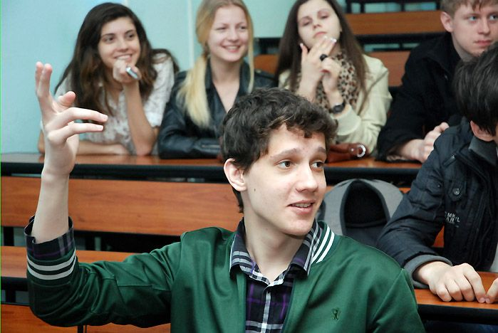 Во ВГУЭС старшеклассники научились оценивать себя за две минуты