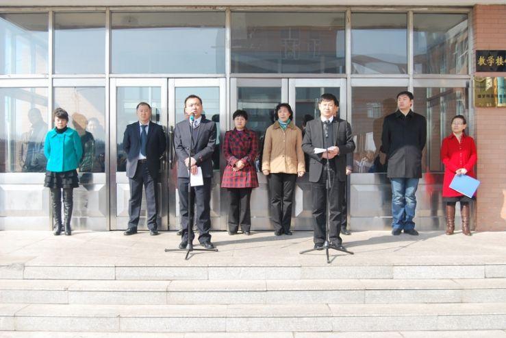 俄符拉迪沃斯托克国立经济与服务大学在高中设立展馆