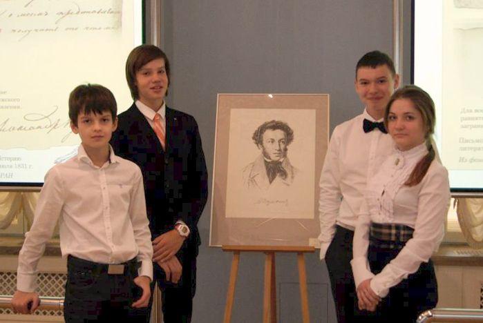 Золотую медаль и восемь грамот привезли ученики Международной лингвистической школы ВГУЭС из Санкт-Петербурга