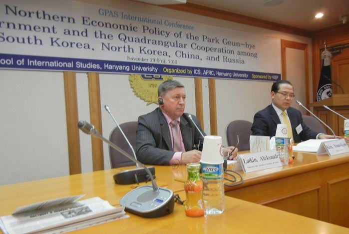 Профессор ВГУЭС Александр Латкин открыл Международную конференцию в Республике Корея